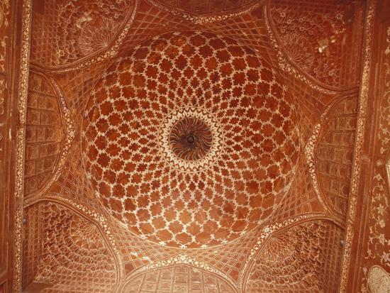 jason-edwards-the-intricate-inlay-and-carving-of-a-mosque-ceiling-at-the-taj-mahal-agra-india