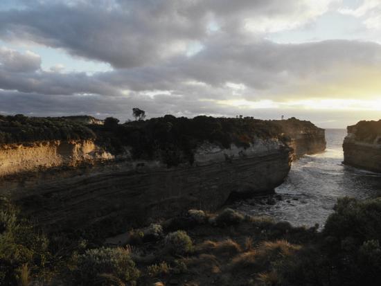 jason-edwards-waves-crash-between-the-jagged-cliffs-of-lochard-gorge-at-sunset