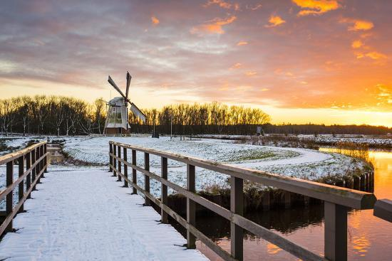jason-langley-witte-molen-white-mill-dutch-windmill-in-winter-at-sunset-harn-groningen