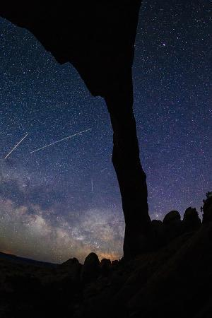 jay-goodrich-landscape-arch-silhouetted-by-night-sky-star-trails-of-the-moving-earth-and-milky-way-moab-utah