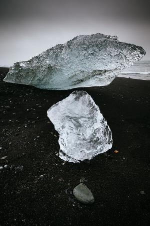 jay-goodrich-opening-in-storm-cloud-highlights-icebergs-black-sand-shores-joekulsarlon-lagoon-skaftafell-np