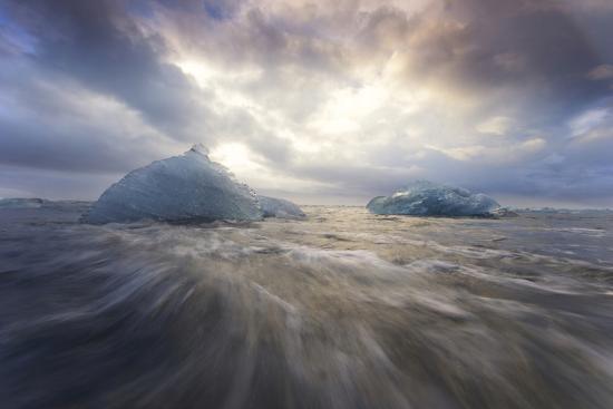 jaynes-gallery-europe-iceland-jokulsarlon-glacier-lagoon-waves-wash-beached-icebergs