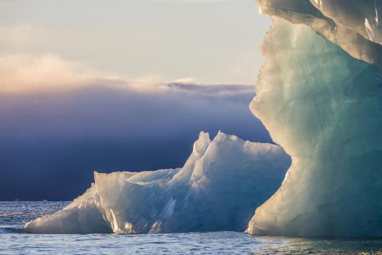 jaynes-gallery-norway-svalbard-kvitoya-iceberg-and-fog-bank-at-sunrise