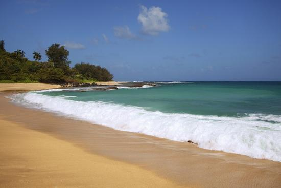 jaynes-gallery-scenic-of-secret-beach-kauai-hawaii-usa