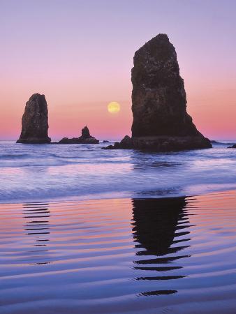 jaynes-gallery-the-needles-rock-monoliths-at-sunrise-cannon-beach-oregon-usa
