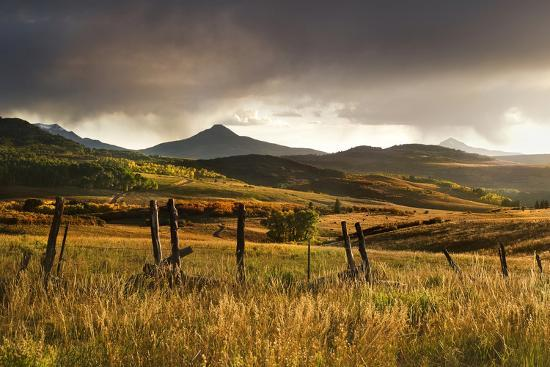 jaynes-gallery-usa-colorado-san-juan-mountains-landscape-and-fence-at-sunset