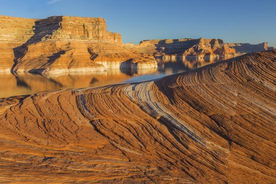 jaynes-gallery-utah-weathering-pit-ridge-at-lake-powell