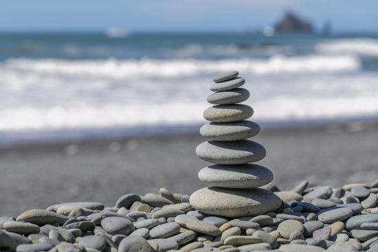 jaynes-gallery-washington-state-olympic-national-park-stacked-beach-rocks