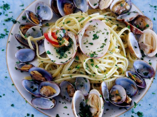 jean-bernard-carillet-spaghetti-alla-vongole-naples-italy