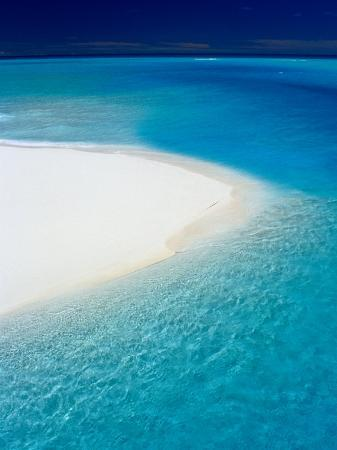 jean-bernard-carillet-white-sand-and-blue-water-new-caledonia