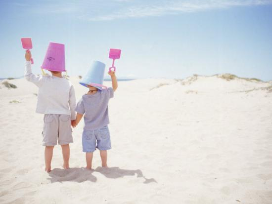 jeff-greenberg-2-boys-with-sand-bucket-over-their-heads