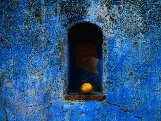 jeffrey-becom-the-weathered-blue-facade-to-santa-maria-tonantzintla-puebla-mexico