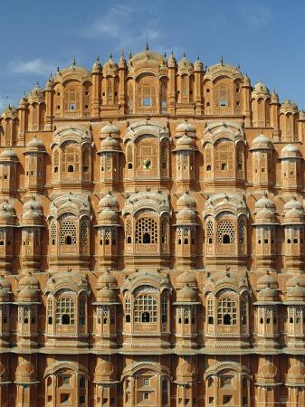 jeremy-bright-detail-of-the-facade-of-the-palace-of-the-winds-or-hawa-mahal-rajasthan-india