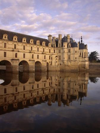 jeremy-lightfoot-chateau-of-chenonceaux-reflected-in-water-loire-valley-centre-france-europe