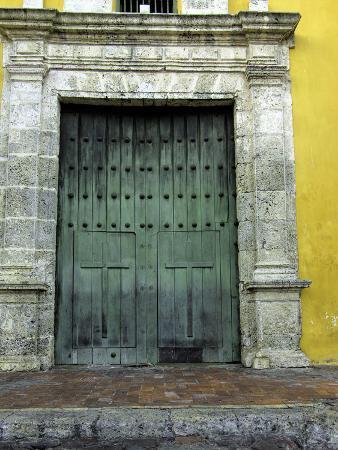 jerry-ginsberg-church-in-the-plaza-de-la-trinidad-old-city-cartagena-colombia