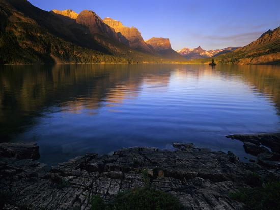 jerry-ginsberg-early-morning-at-st-mary-lake-in-glacier-national-park-montana-usa
