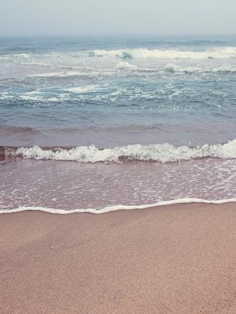 jillian-melnyk-waves-in-the-sea