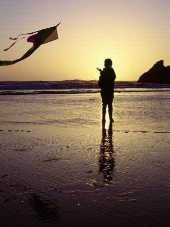 jim-corwin-girl-flying-kite-on-beach-cape-sebastian-or
