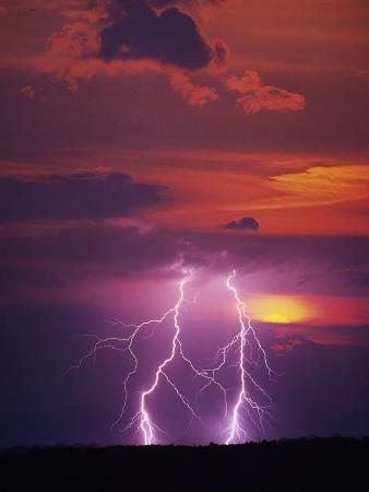 jim-zuckerman-lightning-storm-at-sunset
