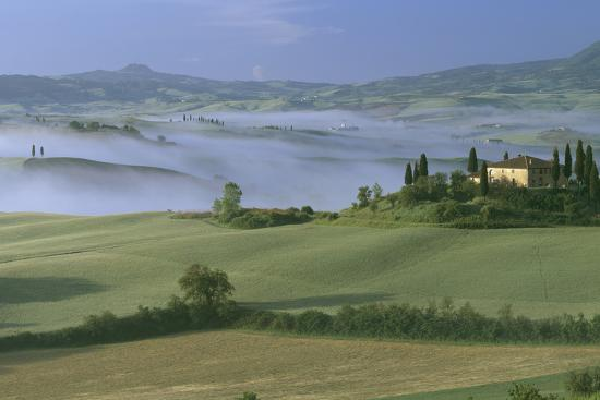 joe-cornish-misty-morning-at-the-belvedere-val-d-orcia-tuscany