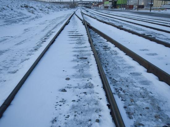 joel-sartore-railroad-track-in-st-louis-missouri-at-dusk