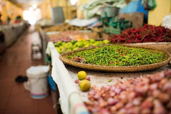 john-alexander-chillies-in-market-in-pulua-weh-sumatra-indonesia-southeast-asia
