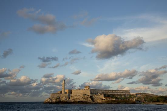 john-and-lisa-merrill-cuba-havana-el-morro-fortress-and-sea-viewed-from-malecon