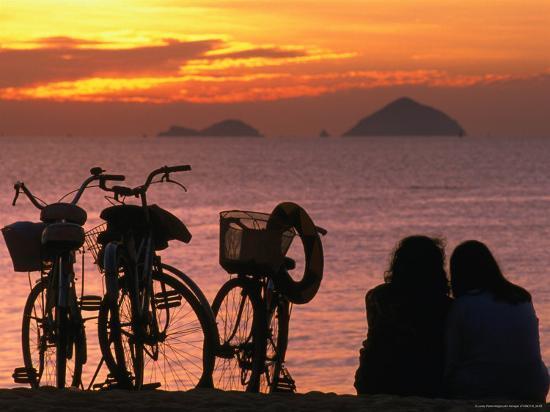 john-banagan-couple-at-beach-at-sunrise-nha-trang-vietnam