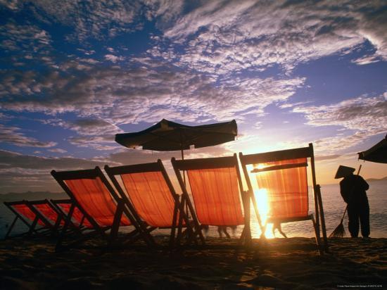 john-banagan-sweeping-nha-trang-beach-at-sunrise-nha-trang-khanh-hoa-vietnam