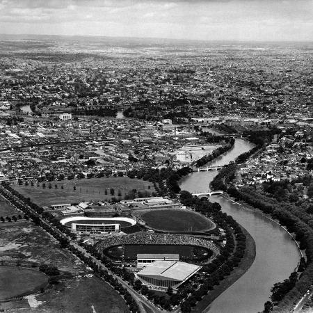john-dominis-ariel-view-of-melbourne-and-the-yarra-river