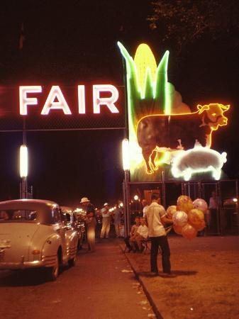 john-dominis-man-selling-balloons-at-entrance-of-iowa-state-fair