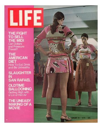 john-dominis-mini-skirted-woman-shopping-for-midi-skirt-august-21-1970
