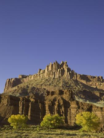 john-eastcott-yva-momatiuk-castle-and-fluted-wall-formations-in-capitol-reef-national-park