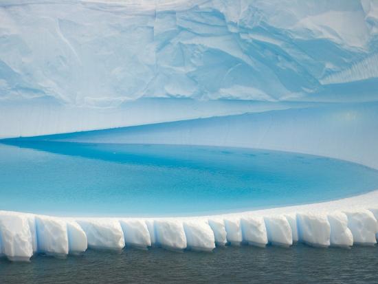 john-eastcott-yva-momatiuk-stranded-iceberg-in-shallow-bay-near-boothe-island