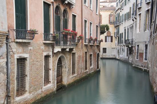 john-ford-europe-italy-venice-canal