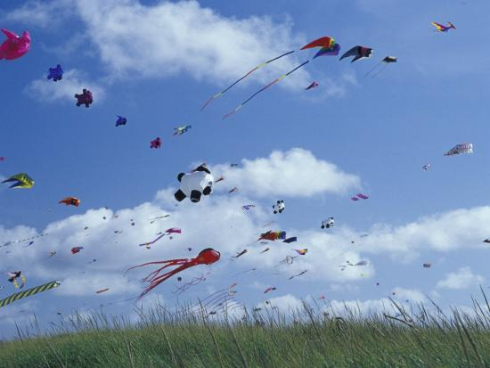 john-lisa-merrill-kites-flying-along-the-coastline-international-kite-festival-long-beach-washington-usa