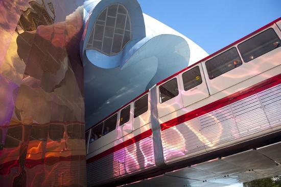 john-lisa-merrill-monorail-and-experience-music-project-science-fiction-museum-seattle-washington-usa