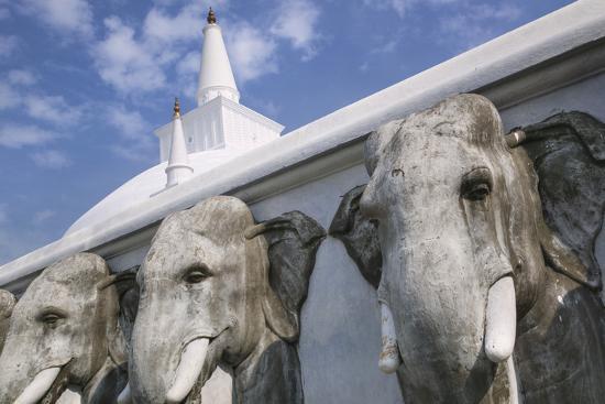 jon-hicks-elephant-frieze-at-ruvanvelisaya-dagoba