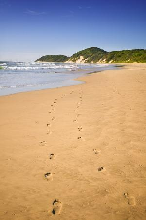jon-hicks-footprints-on-beach