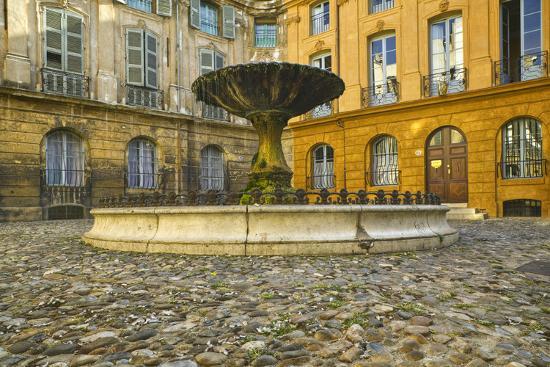 jon-hicks-fountain-in-place-d-albertas