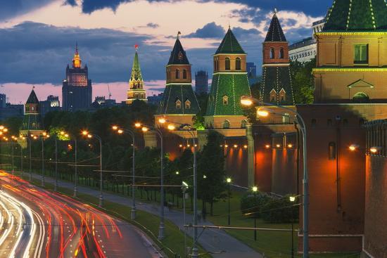 jon-hicks-kremlevskaya-nab-at-dusk