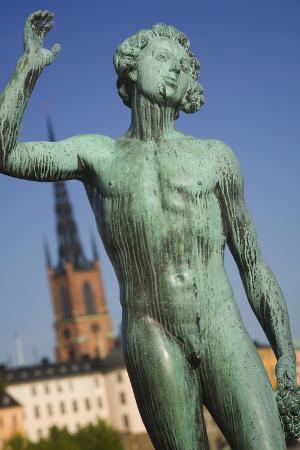 jon-hicks-sangen-statue-at-stadhuset