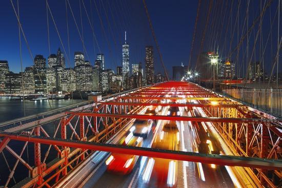 jon-hicks-the-brooklyn-bridge-and-lower-manhattan-skyline-new-york-city