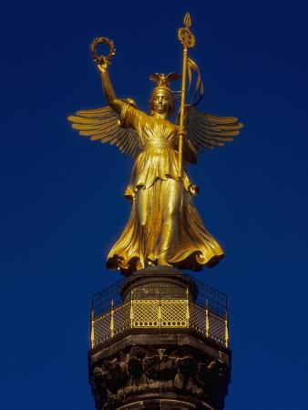 jonathan-hicks-detail-of-the-victory-column-statue-by-friedrich-darke