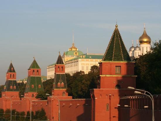 jonathan-smith-exterior-of-kremlin-towers-and-great-kremlin-palace-moscow-russia