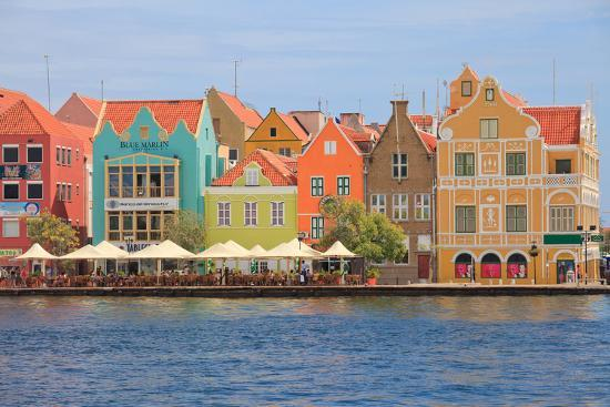 juancat-colorful-colonial-houses-in-willemstad-curacao-in-the-caribbean