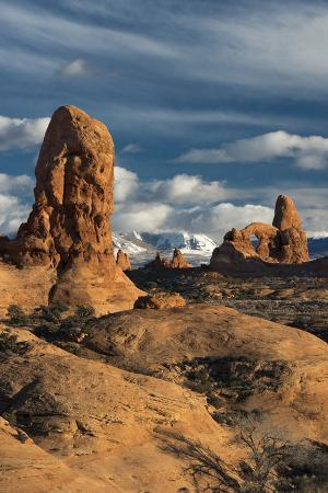 judith-zimmerman-utah-arches-national-park-turret-arch-monolith-and-clouds-and-the-la-sal-mountains-at-sunset