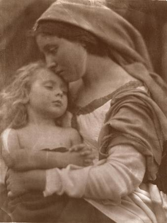 julia-margaret-cameron-portrait-of-mother-and-child-sepia-photo