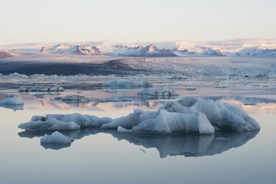 julia-wellner-icebergs-glacier-lagoon-jshkulsarlon-south-iceland