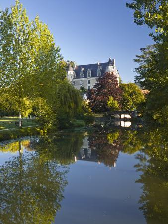 julian-elliott-the-castle-in-the-beautiful-village-of-montresor-indre-et-loire-loire-valley-centre-france-eur